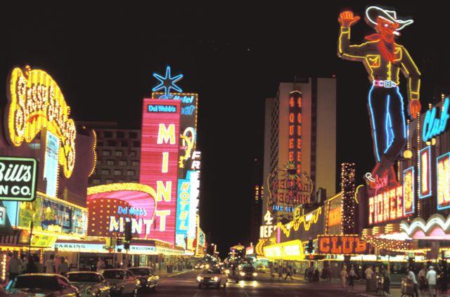 Geert_Kuipers_1980_Downtown_Las_Vegas