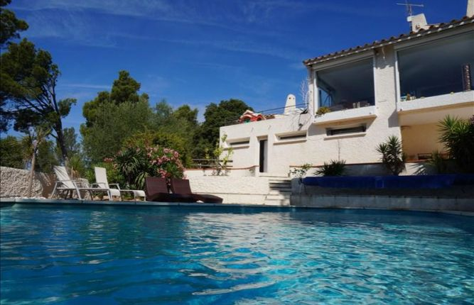 3 French properties for less than €800,000 before house prices increase in 2015…