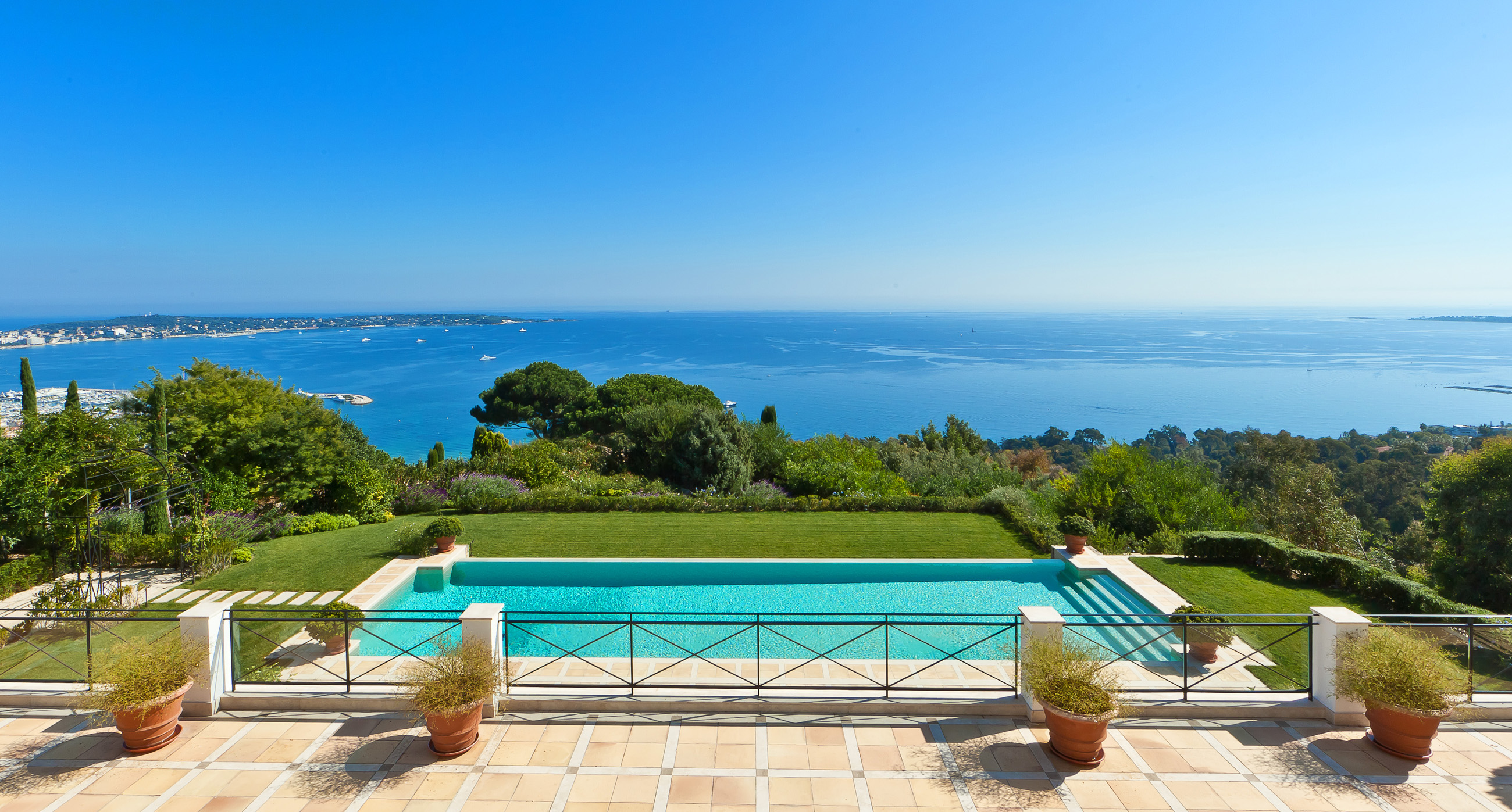Five spectacular Riviera swimming pools worth splashing out on