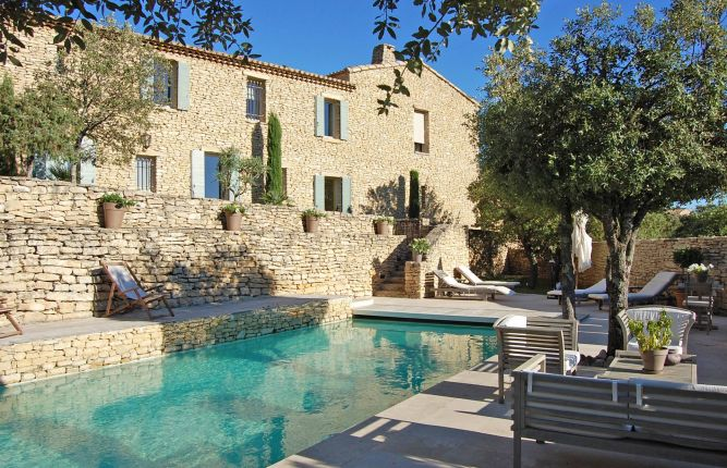 five stunning swimming pool properties in provence home hunts luxury search specialists. Black Bedroom Furniture Sets. Home Design Ideas