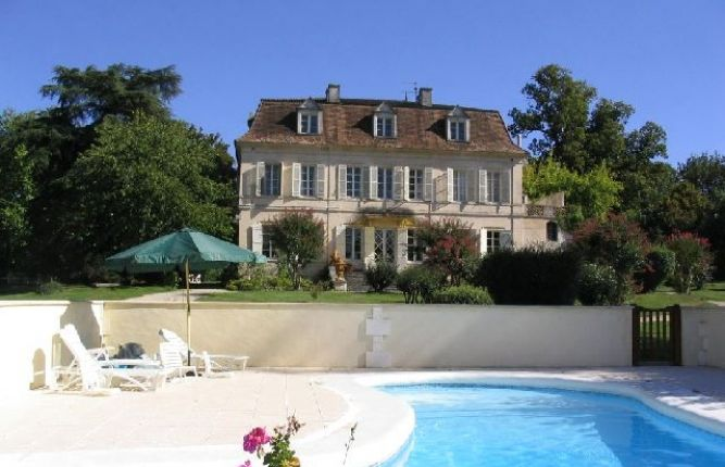 Buyers urged to snap up bargains in France before property prices rise in 2016
